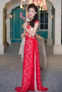 Áo dài cưới ngắn tay hoa ren đỏ hiện đại