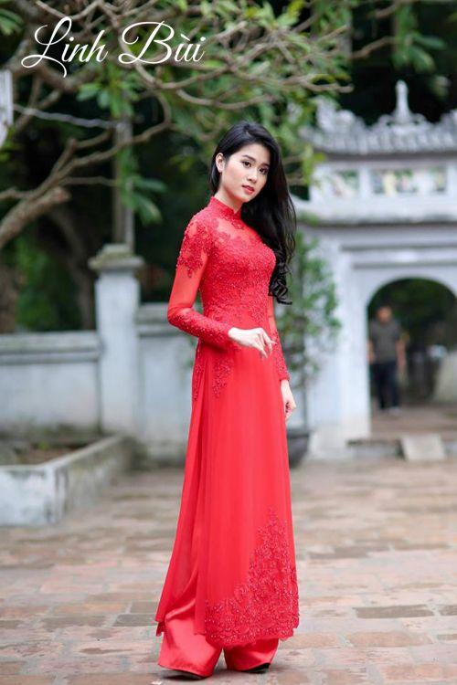 Duyên dáng, thướt tha với tà áo dài cưới đỏ chất liệu vải cao cấp