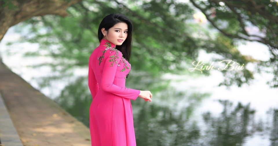 Những mẫu áo dài dạo phố đẹp dịu dàng cho bạn gái