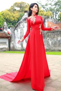 Áo dài dự tiệc đỏ vạt dài đính hoa đá vàng
