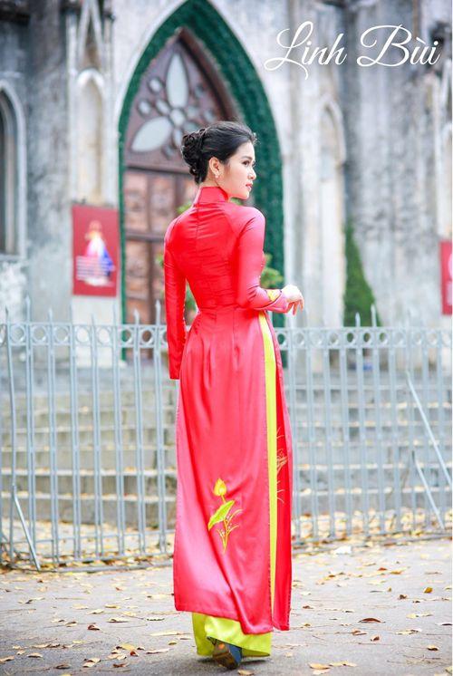 Thướt tha, duyên dáng và dịu dàng hơn trong tà áo dài đỏ