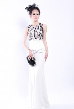 Đầm đuôi cá đen trắng được thiết kế lạ mắt