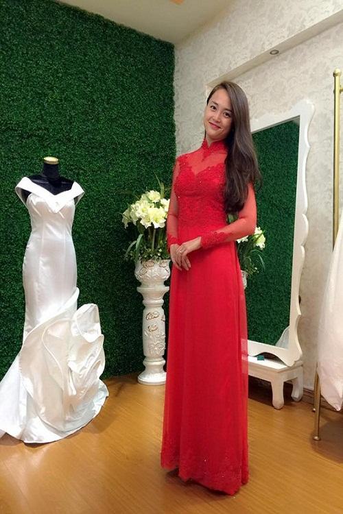 Nét đẹp duyên dáng mặn mà với áo dài cưới màu đỏ tại linh Bùi