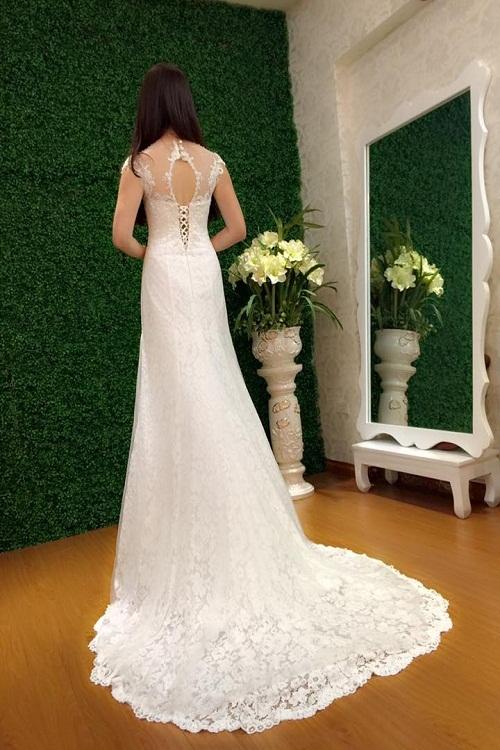 Duyên dáng nhưng không kém phần gợi cảm trong chiếc váy cưới