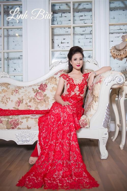 Mẫu áo dài cưới hoa ren đỏ cho cô dâu