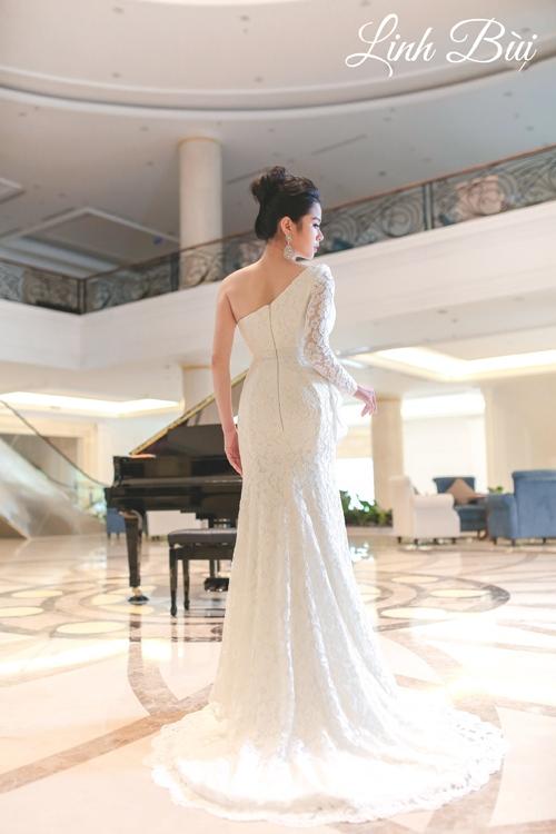 Thiết kế táo bạo để cô dâu khoe tấm lưng gợi cảm