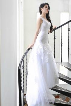 Váy cưới cao cấp cổ chữ V dáng tầng độc đáo
