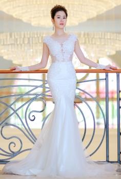 Váy cưới cao cấp đắp ren ngực gợi cảm
