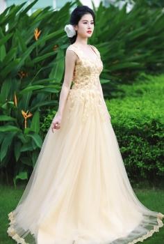 Váy cưới cao cấp màu vàng kim quý phái phối hoa nổi cầu kì