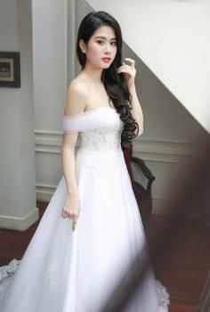 Váy cưới cao cấp trễ vai khoe vai trần gợi cảm