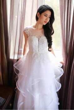 Váy cưới cao cấp xếp tầng dáng xòe công chúa bồng bềnh