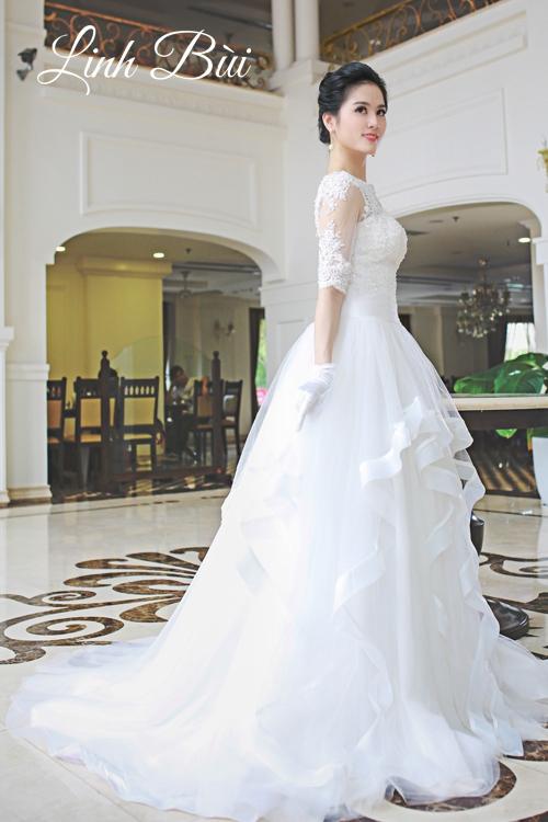 Váy cưới dáng xòe xếp tầng gợn sóng duyên dáng