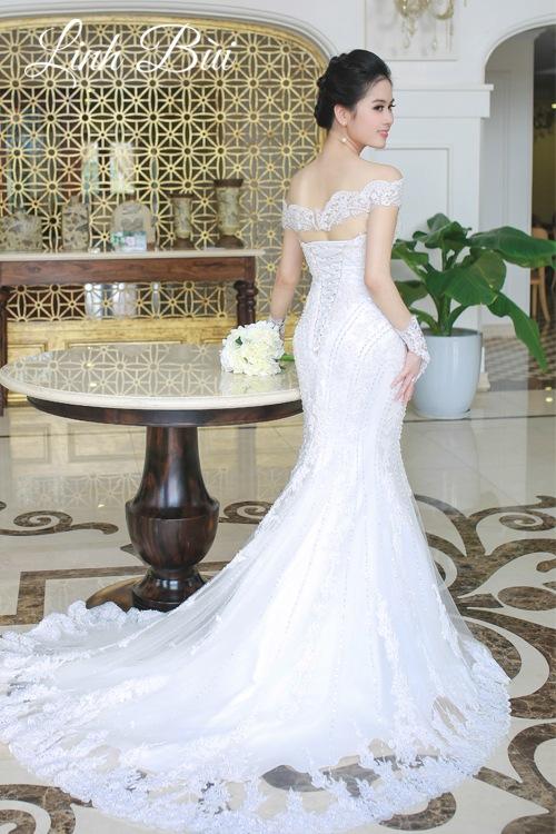 Váy cưới đuôi cá khoe vẻ đẹp hình thể quyến rũ