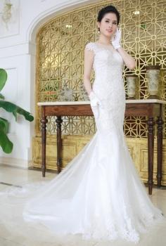 Váy cưới hoàng gia đuôi cá đính ngọc trai lộng lẫy