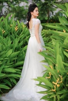váy cưới hoàng gia đuôi cá phủ voan mỏng tinh tế