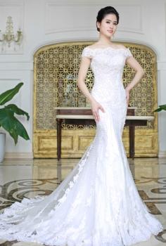 Váy cưới hoàng gia đuôi cá trễ vai gợi cảm
