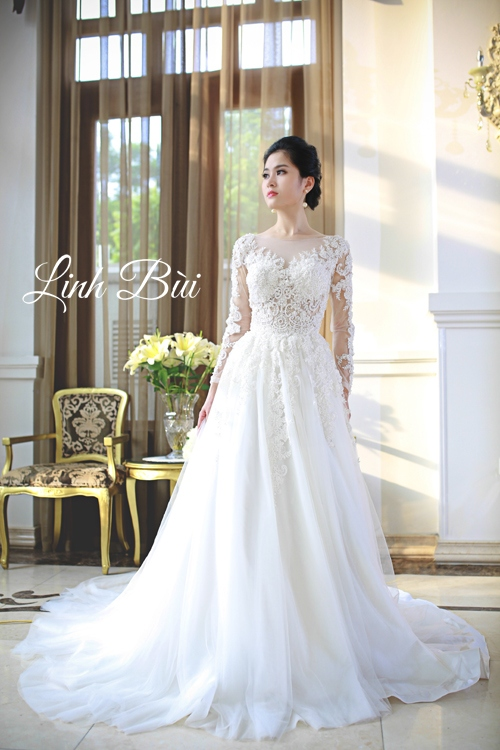 Dáng váy xòe rộng đem đến nét duyên cho các nàng dâu