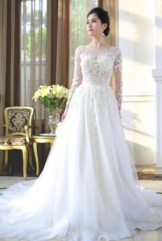 Váy cưới hoàng gia kết ren lưng chữ V gợi cảm
