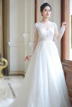 Váy cưới hoàng gia tay dài kết ren đính đá và pha lê đẳng cấp