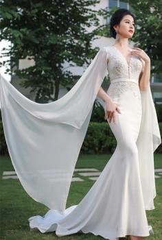 Váy cưới hoàng gia thiết kế tay áo tinh xảo lộng lẫy