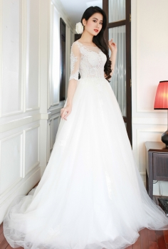 Váy cưới tay lỡ đắp ren tinh tế dáng xòe tuyệt đẹp