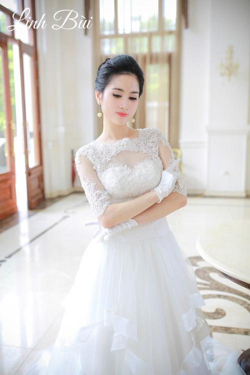 Váy cưới tay lỡ kết ren gợi cảm thích hợp với mọi thời tiết
