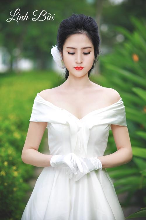 Váy cưới cổ lệch vai cổ chữ V khoét sâu táo bạo