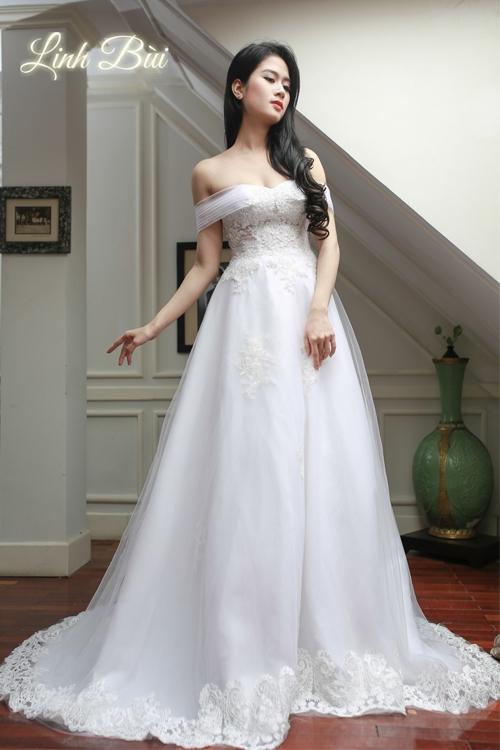 Váy cưới dáng xòe nhẹ để cô dâu tự tin mỗi khi sải bước