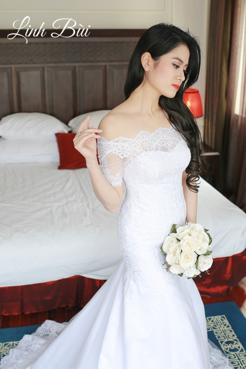 Váy cưới vai ngang đầy gợi cảm và nữ tính