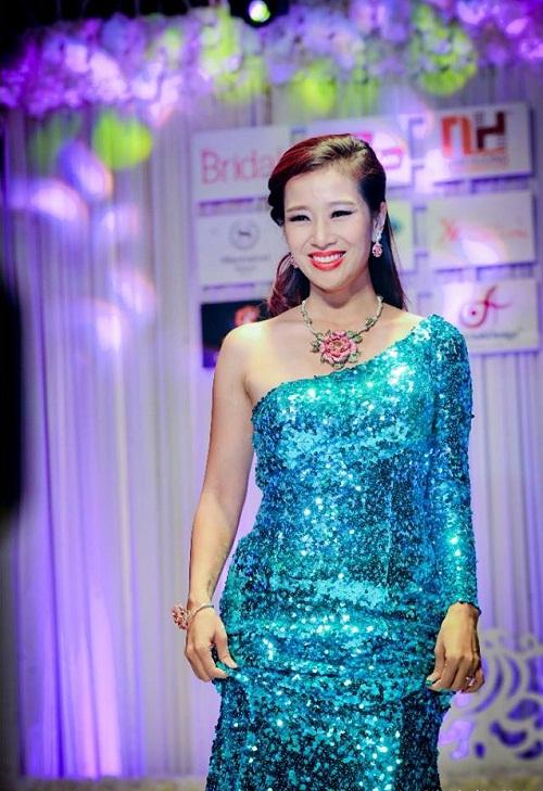 Á Hậu quý bà Thu Hương rạng rỡ và quý phái với Dạ hội Queen Style