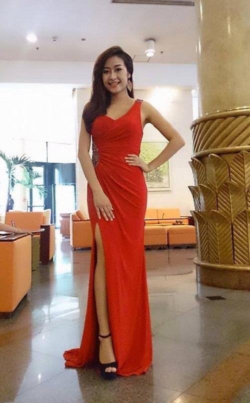 MC Phí Nguyễn Thùy Linh gợi cảm và vô cùng quyến rũ trong chiếc đầm Dạ hội Queen Style