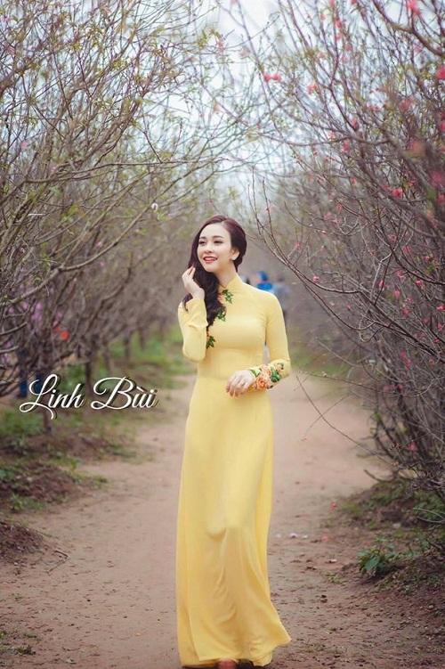 Khách hàng Nguyễn Hoàng Linh xinh đẹp, duyên dáng với áo dài cao cấp Linh Bùi