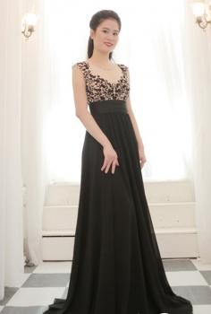 Đầm dạ hội đen nhẹ nhàng bay bổng dáng suông