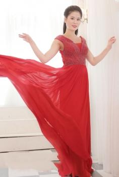 Đầm dạ hội đỏ dáng suông đính pha lê sang trọng