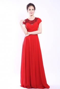 Đầm dạ hội đỏ dáng suông kết kim sa nổi bật