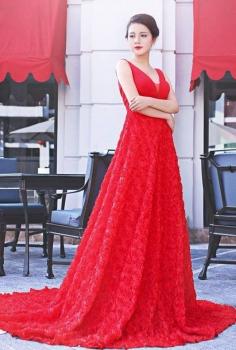 Đầm dạ hội đỏ xòe lộng lẫy bắt mắt