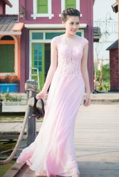 Đầm dạ hội hồng pastel đắp ren