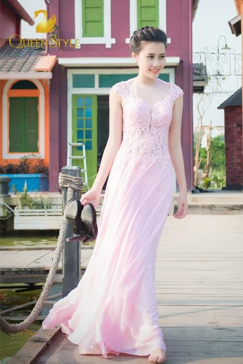 Đầm dạ hội dáng xuông mềm mại