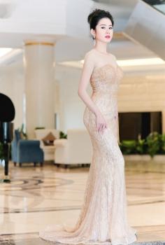 Đầm dạ hội màu nude đính đá cúp ngực gợi cảm