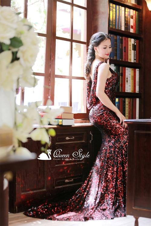 Chất vải sequin màu đỏ đô cho vẻ đẹp quyến rũ, huyền bí