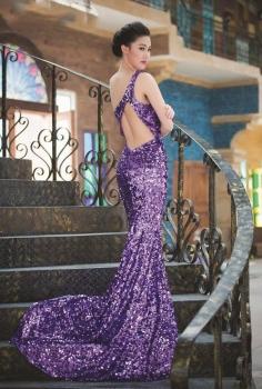 Đầm dạ hội sequin tím xẻ lưng tinh tế