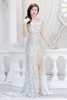Đầm dạ hội sequin trắng gợi cảm