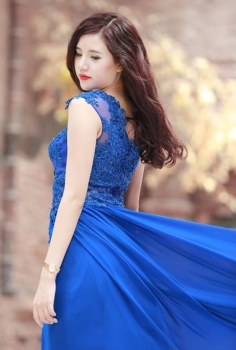 Đầm dạ hội xanh kết ren dáng suông dịu dàng