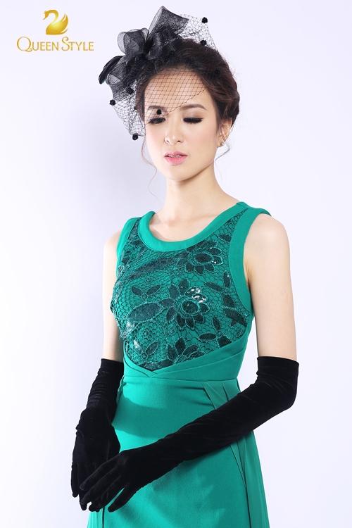 Đầm dạ hội màu xanh lục với những chi tiết độc đáo lạ mắt