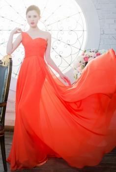 Đầm dạ hội màu cam nổi bật