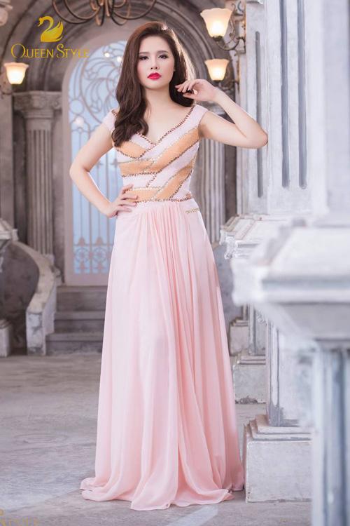Đầm dạ hội dáng suông cho quý cô thêm phần bay bổng, duyên dáng