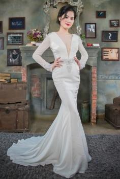 Đầm dạ hội trắng cổ chữ V