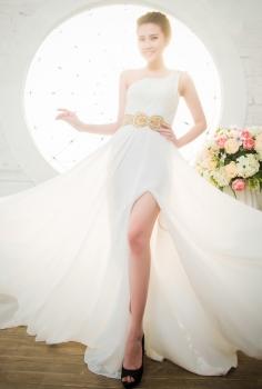 Đầm dạ hội trắng tinh khôi