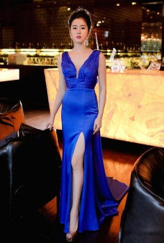 Đầm dạ hội xanh cổ chữ V