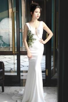 Đầm trắng đắp ren xanh
